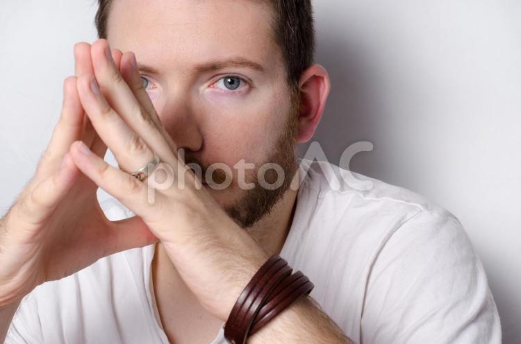 ポーズ 手 を 組む プレゼン中の基本姿勢は「おへその前で手を組む」がベスト