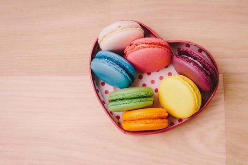 Macaron 3 in a heart-shaped box
