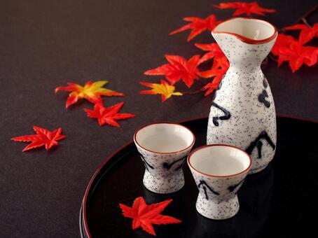Sake Autumn leaves Sake Autumn taste Inokuchi and Tokkuri