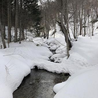 Hyakumatsuzawayama's thaw stream