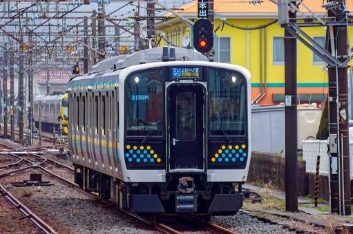 우치 보선 · 소토 보선 · 나리타 선 · 가시 마 선 E131 계 0 번대 (다이어 개정 데뷔 후 모습).