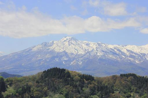 Mt. Myoko before the snow melts in May