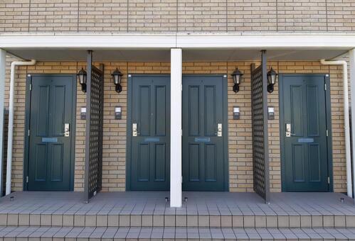 4 apartment doors green