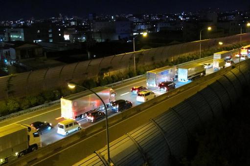 夜间高速公路堵车