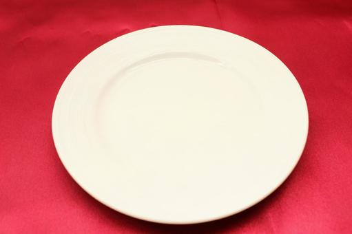 Red cloth and tableware 4