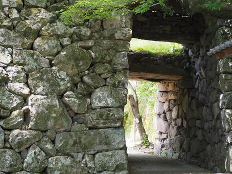 Stone wall tunnel