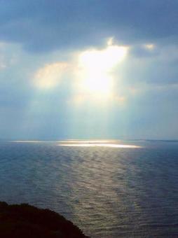 하늘에서 바다에 햇살