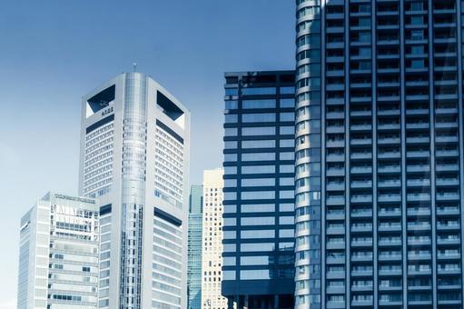 도쿄도 미나토 구 사무실 건물과 푸른 하늘
