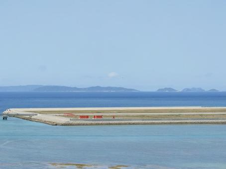 瀬長島에서 본 바다, 나하 공항 활주로, 게 라마 제도 (오키나와 현 도미 구스 크시 瀬長)