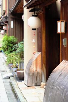 Kyoto Gion Miyagawa Town Around Maiko and rickshaw are on a small street 2