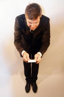 Foreign businessman who exchanges business cards while bowing 2
