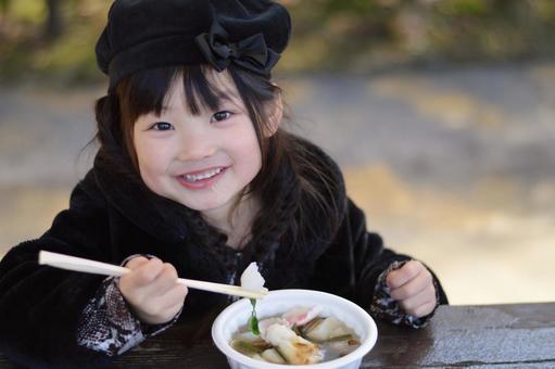 小孩吃ozure面条