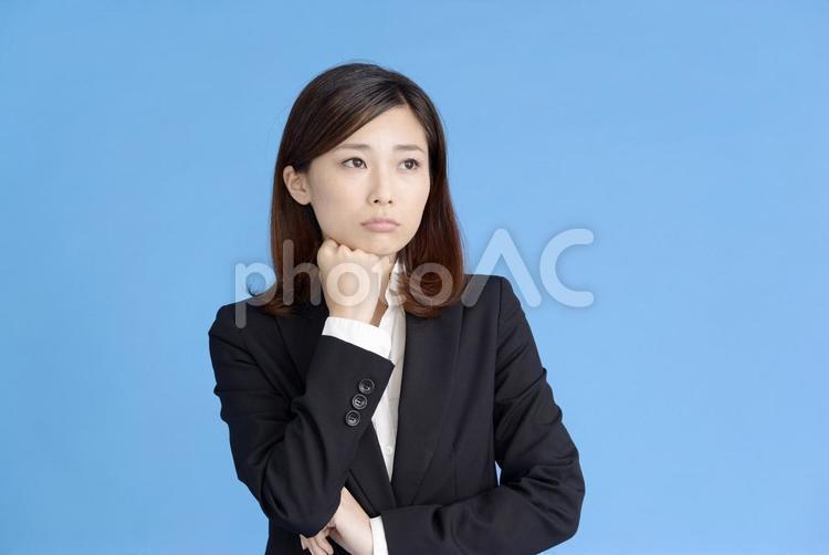 困った顔の女性1の写真