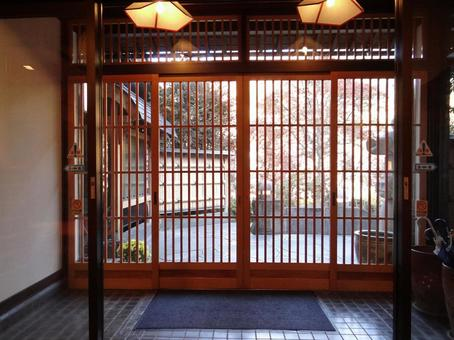 Japanese-style entrance with a calm impression