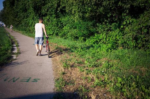 人骑自行车59