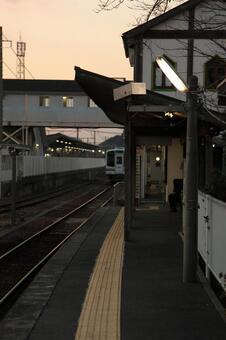 新所原车站和Tenhama线车辆2