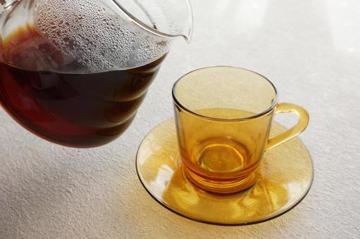 倒咖啡之前的杯子