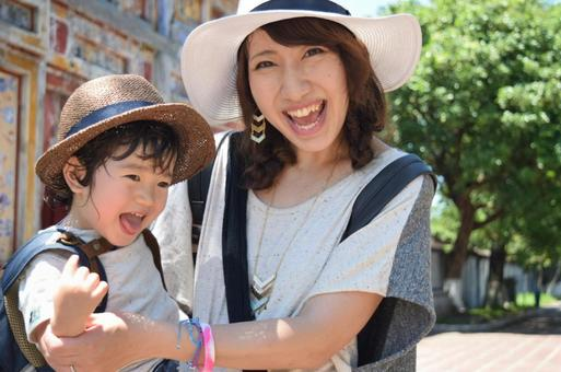 Parent and child of Straw Hat