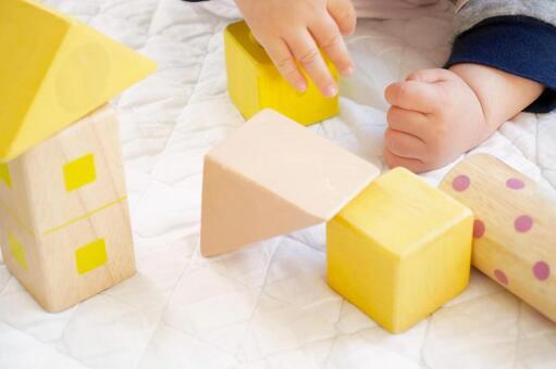 積み木遊び・赤ちゃんの遊び1