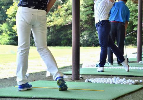 Golf girl's practice scenery
