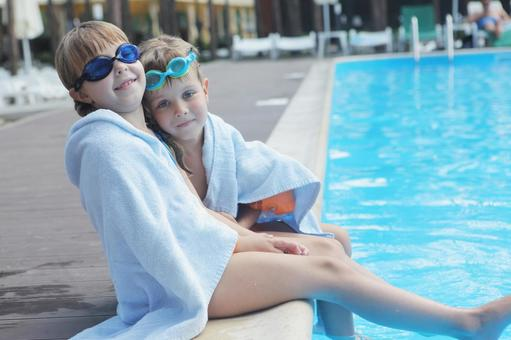 Girls and boys sitting on the edge of the pool 3