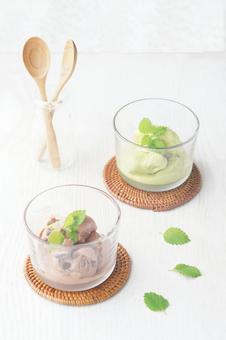 Matcha ice cream chocolate ice cream
