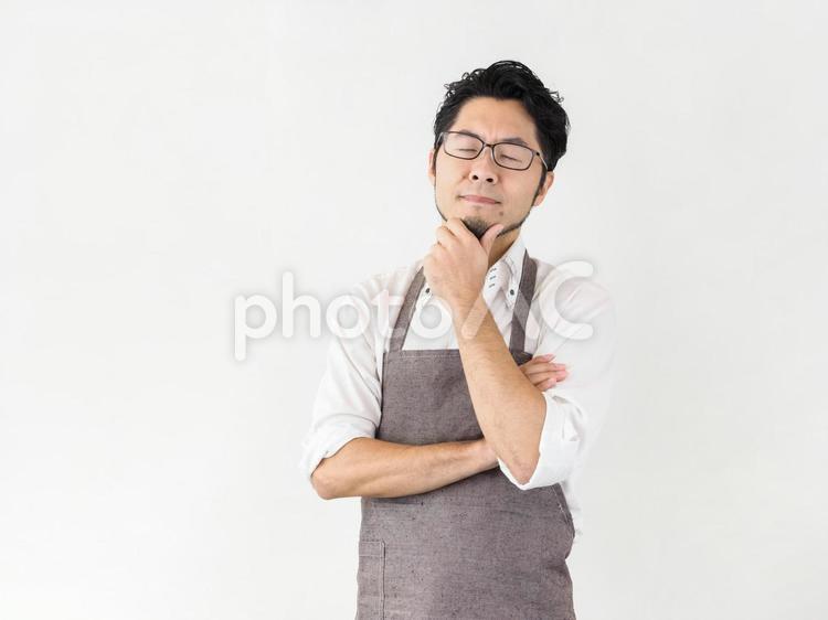 家事に悩む男性のイメージの写真