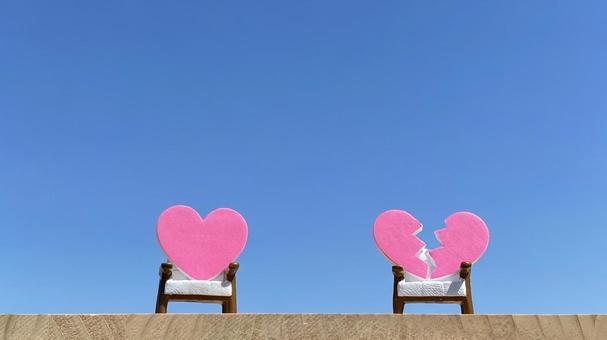 Two chairs, a heart and a broken heart accessory_blue sky background