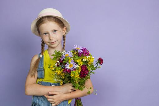Girl holding a bouquet (purple background)