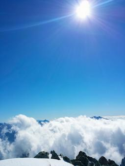 A view of the sea of clouds from the top of the mountain