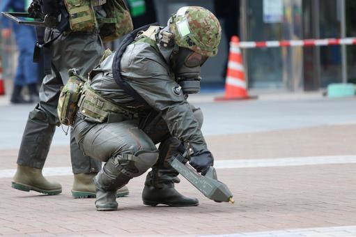 Self-Defense Forces personnel who detect poisonous gas in NBC countermeasure training