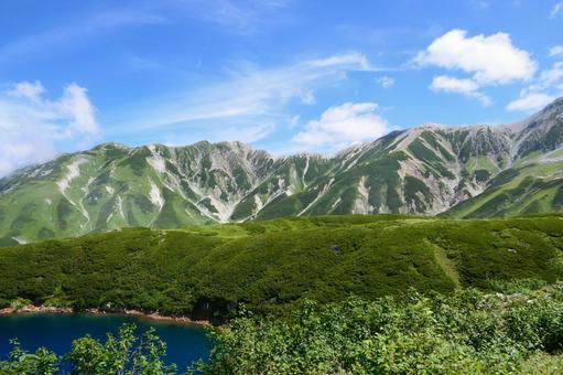 중부 산악 국립 공원. 여름 무로 평보다 다테야마를 희망한다. 도야마, 일본. 8 월 하순.