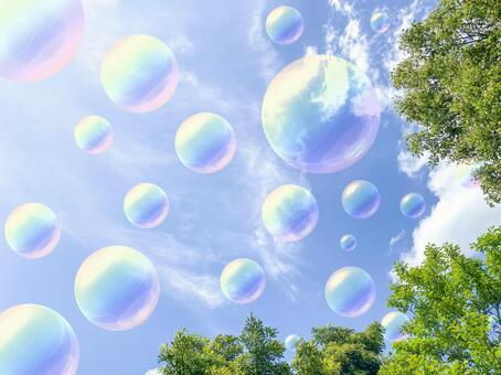 許多肥皂泡飛揚的藍天