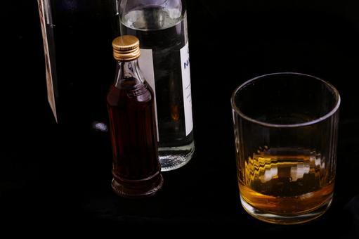 술 병 및 유리