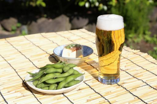 Boiled green soybeans, cold tofu and beer 3