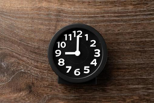 Time 9: 00 21:00