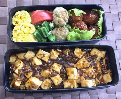Office worker's lunch (Mapo tofu, shumai, meatball lunch)