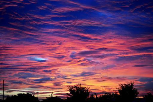 日出的天空