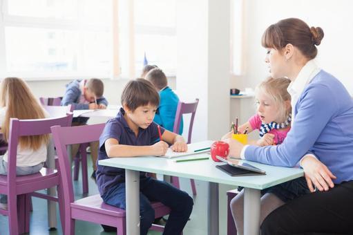 小学生和工艺美术14教师的时间