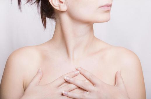 胸部1的裸体女人