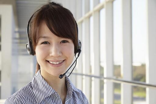 헤드셋을 한 일본인 OL24