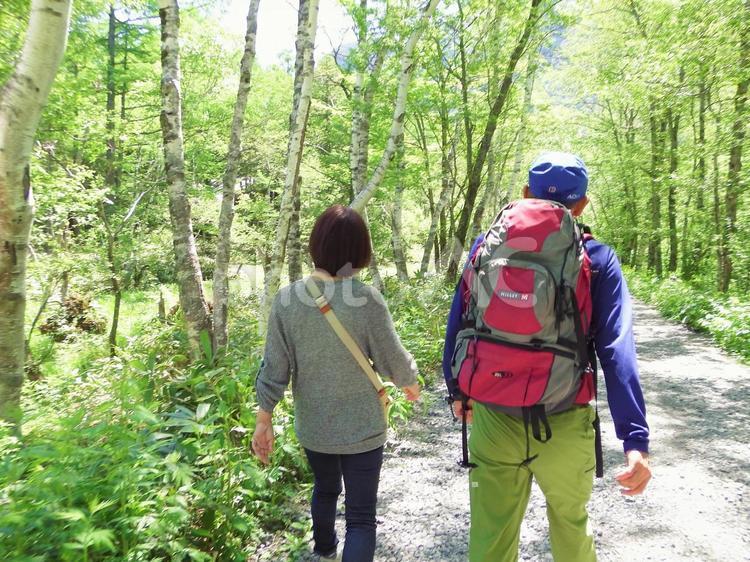 夫婦でハイキングの写真