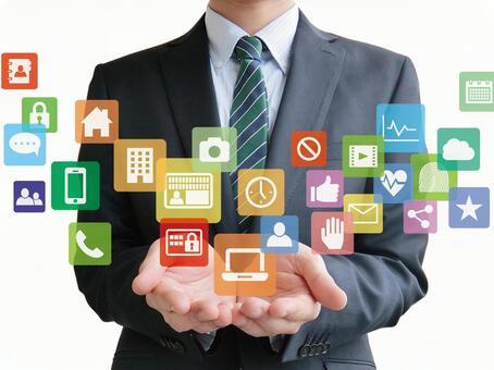 商人與各種應用程序白色背景一起工作