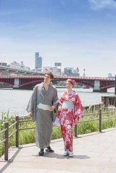 Yukata walking along the river Foreign tourist couple 1