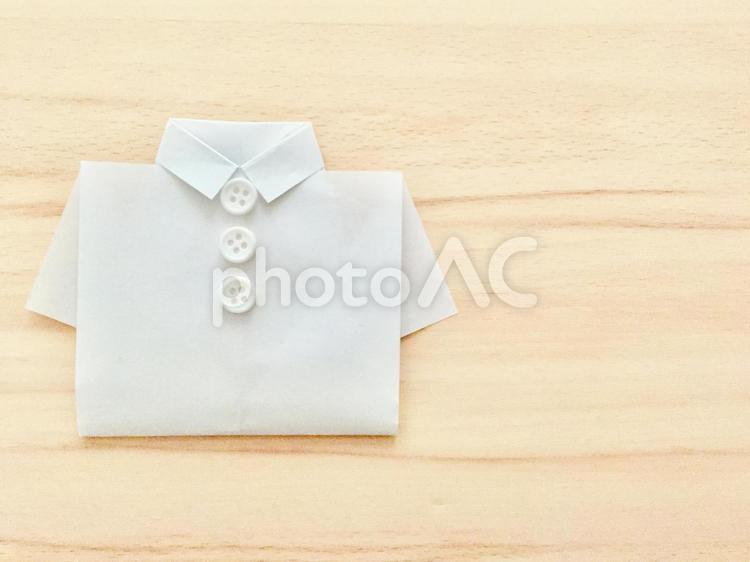 白いシャツ (ナチュラル背景)の写真