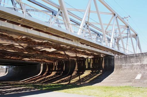 Railway bridge over the Yodogawa riverbed