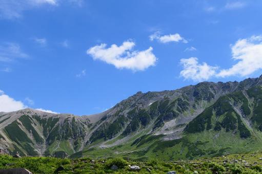 중부 산악 국립 공원, 여름 무로 평보다 다테야마를 희망한다. 도야마, 일본. 8 월 하순.