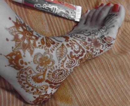 Henna tattoo practice