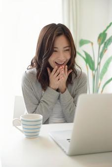 A woman touching a PC 21