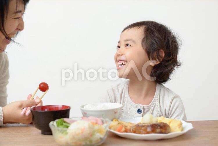 母と子 食事46の写真